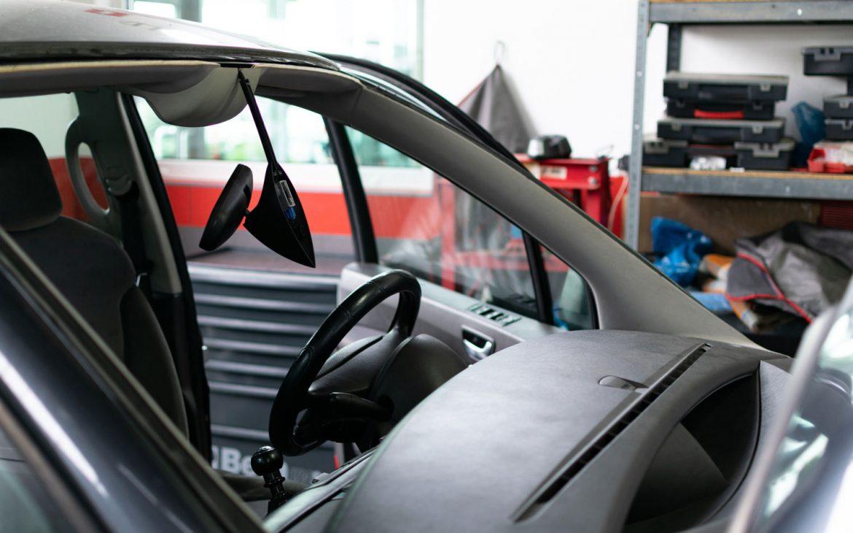 van-maintenance-windscreen